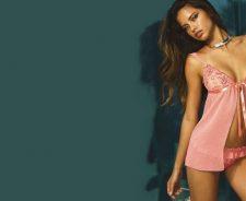 Adriana Lima In Sexy Skirt