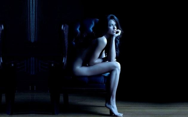 Adriana Lima Naked Dark Room