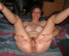 Amateur Hairy Wife Wet Pussy