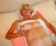 Bed Hot Blonde Mature Justine Naked