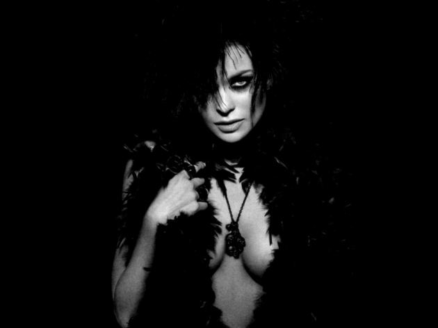 Carmen Electra Black Potrait Sexy