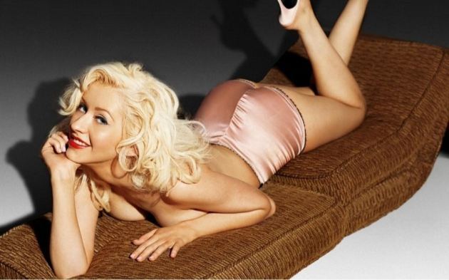 Christina Aguilera Pin Up
