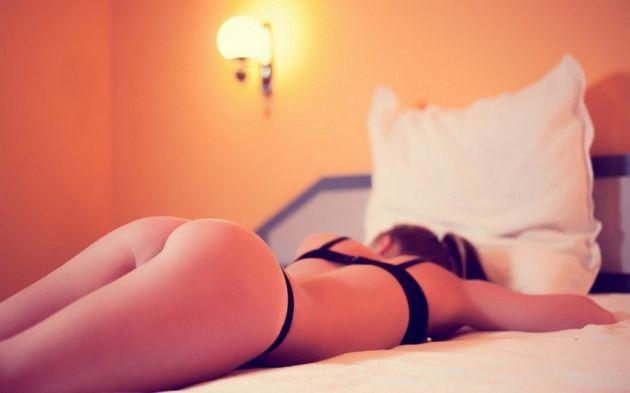 Curved Ass Girl Brunette Legs Room Light