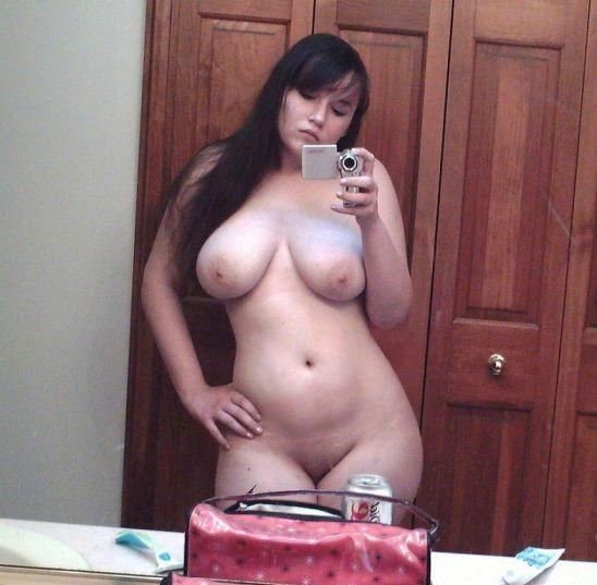 Curvy Girl Naked Selfie