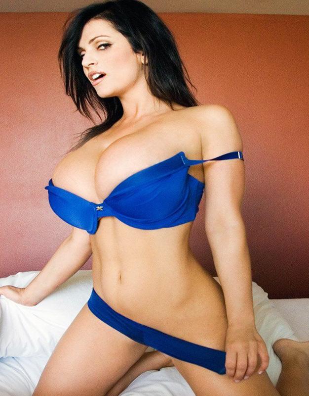 Denise Milani sexbomb
