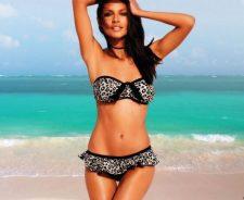 Emanuela De Paula In Sexy Bikini