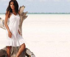 Emanuela De Paula White Dress With Sea
