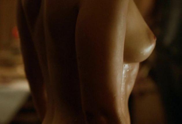 Emilia Clarke Nude Game