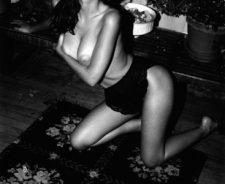 Emily Ratajkowski black and white hot photo