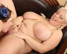 Fat Girl Lesbian Licking Pussy