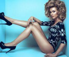 Girl Nice Legs Posture Heels Shoes Cube Walls