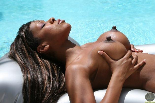 Girls Big Black Nipples Claudia