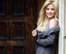 Julianne Hough Blonde Hairs Smiling