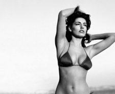Kelly Brook In Sexy Bikini