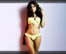 Kelly Brook In Sexy Bikini 1 1