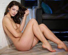 MIla Kunis Nude Photoshoot Images