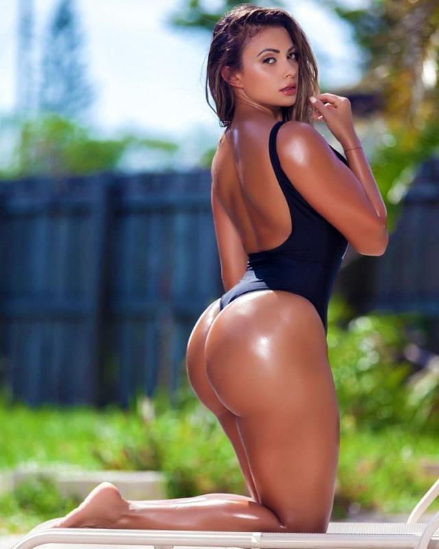 Maria Villalba biggest ass gym girl