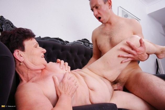 Mature Couples Foreplay To Sex