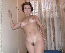 Mature Nude Woman Posture