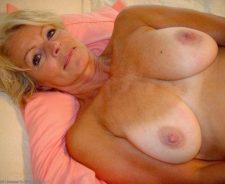 Mature Nude Women Over 30 Justine