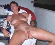 Mature Women Legs Spread Pussy