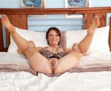 Mature Women Pantyhose Feet