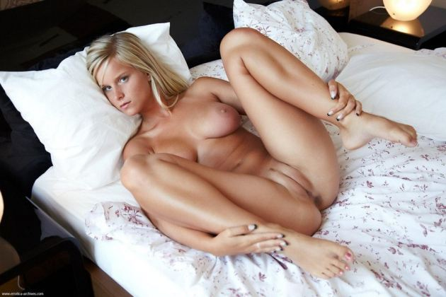 Met Art Pussy Spread On Bed Nude