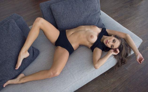 Model Girl Sexy Body Legs Boobs Panties Sofa