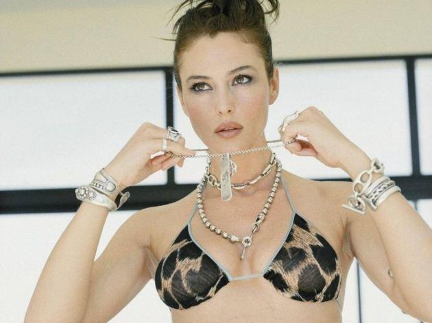 Monica Bellucci Black Bra Hot Style