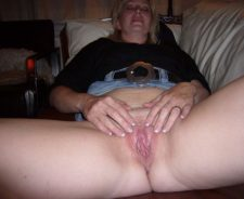 My Real Mom Shows Her Pussy