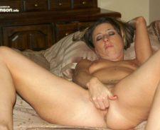 Naked Amateur Moms Masturbating