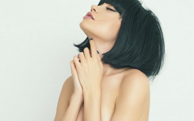 Naked Short Hair Black Nails