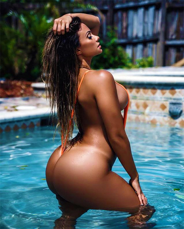 Near nude Maria Villalba