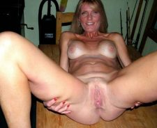 Nude Mature Wives On Vacation