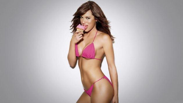 Sexy Babe In Pink Bikini