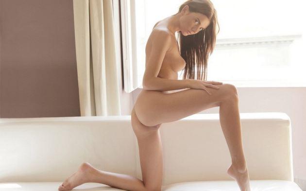 Sexy Slim Model Leg Up Naked