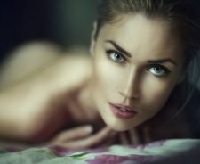 Stunning Naked Beauty Blue Eyes Bed