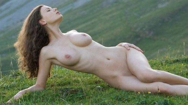 Susann Outdoors Posing Beauty