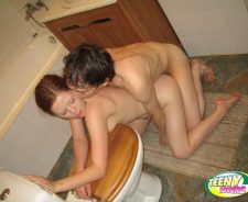 Teeny Lovers Bathtub Sex