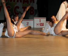 Upskirt Pussy Slip Dancers