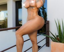 Victoria Lomba naked on the balcony
